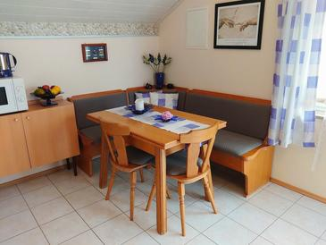 Crikvenica, Dining room in the studio-apartment, air condition available.