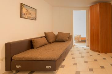 Bibinje, Living room in the studio-apartment, (pet friendly) and WiFi.