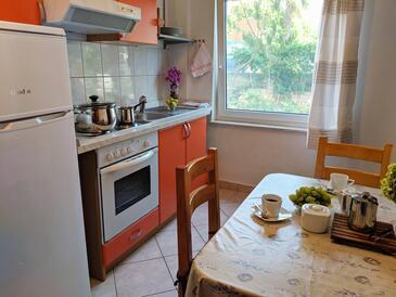 Vodice, Kuchyně v ubytování typu apartment, s klimatizací a WiFi.
