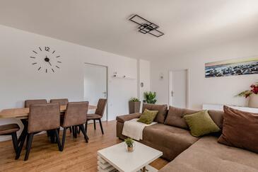 Molat, Obývací pokoj v ubytování typu apartment, s klimatizací, domácí mazlíčci povoleni a WiFi.