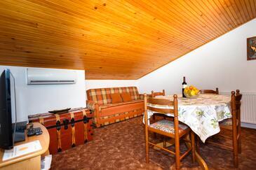 Krk, Столовая в размещении типа apartment, доступный кондиционер и WiFi.