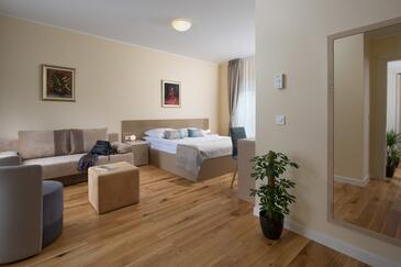 Trviž, Slaapkamer in the room, air condition available, (pet friendly) en WiFi.