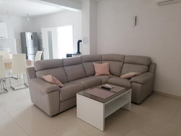 Slano, Obývací pokoj v ubytování typu apartment, s klimatizací, domácí mazlíčci povoleni a WiFi.