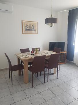 Dramalj, Dining room in the apartment, air condition available, (pet friendly) and WiFi.