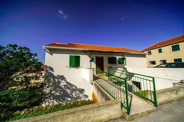 Postira, Brač, Объект 18472 - Апартаменты с галечным пляжем.