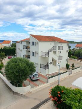 Srima - Vodice, Vodice, Объект 18480 - Апартаменты с галечным пляжем.
