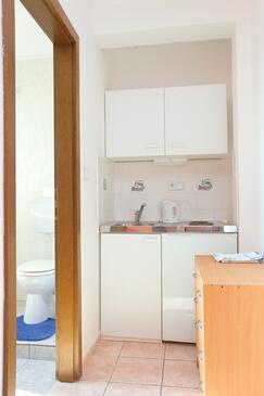 Mali Rat, Kuchyně v ubytování typu studio-apartment, WiFi.