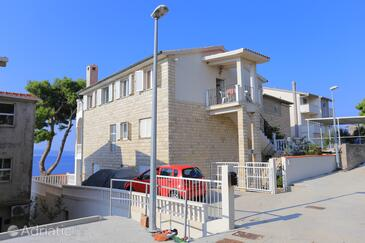 Mali Rat, Omiš, Property 18485 - Apartments near sea with pebble beach.