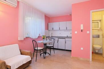 Marušići, Jídelna v ubytování typu studio-apartment, WiFi.