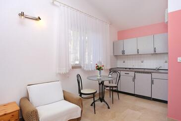 Marušići, Blagovaonica u smještaju tipa studio-apartment, WiFi.