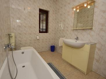 Bathroom 2   - A-185-a