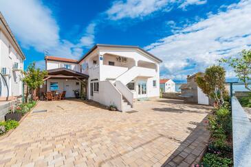 Vir, Vir, Объект 18523 - Апартаменты вблизи моря с галечным пляжем.