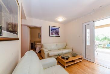 Vir - Lozice, Obývací pokoj v ubytování typu apartment, s klimatizací, domácí mazlíčci povoleni a WiFi.