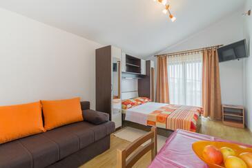 Vir, Obývací pokoj v ubytování typu studio-apartment, s klimatizací a WiFi.