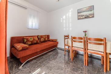 Vir, Living room in the apartment, air condition available and WiFi.