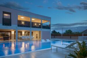 Luxury villa with a swimming pool Vir - 18568