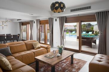 Vir, Obývací pokoj v ubytování typu house, s klimatizací, domácí mazlíčci povoleni a WiFi.