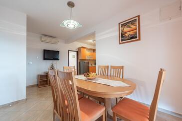 Vir - Lozice, Столовая в размещении типа apartment, доступный кондиционер и WiFi.