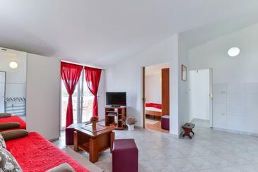 Vir - Pedinka, Obývací pokoj v ubytování typu apartment, s klimatizací a WiFi.