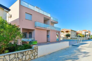 Vir, Vir, Объект 18580 - Апартаменты вблизи моря с галечным пляжем.