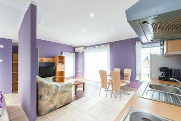 Vir - Lozice, Living room in the studio-apartment, air condition available and WiFi.