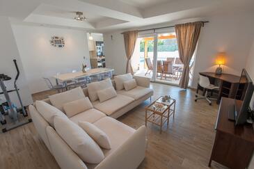 Ninski Stanovi, Obývací pokoj v ubytování typu house, s klimatizací a WiFi.