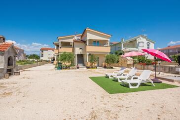 Privlaka, Zadar, Объект 18601 - Апартаменты вблизи моря с песчаным пляжем.