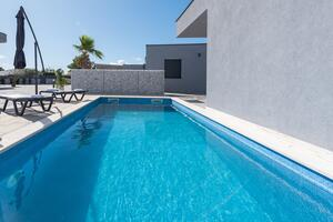 Luxury villa with a swimming pool Vir - 18614