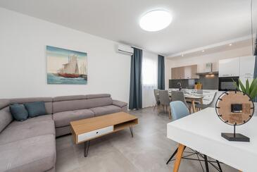 Vir, Obývací pokoj v ubytování typu house, s klimatizací a WiFi.