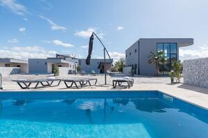 Luxury villa with a swimming pool Vir - 18616