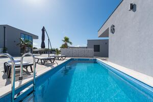 Luxury villa with a swimming pool Vir - 18617