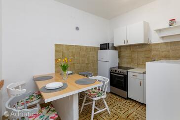 Lokva Rogoznica, Dining room in the studio-apartment, WiFi.