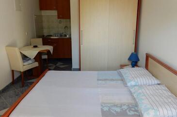 Lovište, Jídelna v ubytování typu studio-apartment, domácí mazlíčci povoleni a WiFi.
