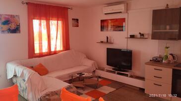 Nečujam, Salon dans l'hébergement en type apartment, climatisation disponible et WiFi.