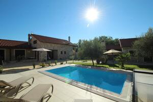 Family friendly house with a swimming pool Lovinac, Novigrad - 18668