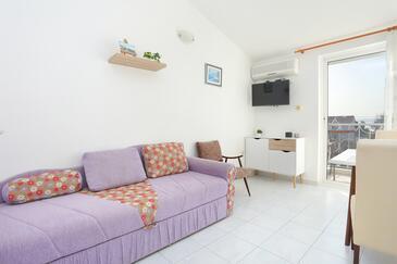 Kaštel Štafilić, Obývací pokoj v ubytování typu apartment, s klimatizací a WiFi.