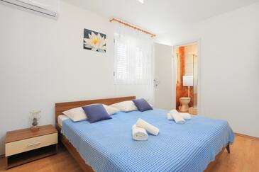 Kaštel Štafilić, Bedroom in the room, air condition available and WiFi.