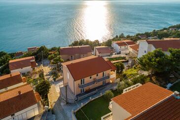 Stanići, Omiš, Объект 18676 - Апартаменты с галечным пляжем.