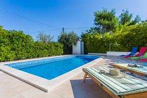 Family friendly apartments with a swimming pool Šilo, Krk - 18677