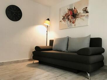 Šilo, Living room in the studio-apartment, air condition available and WiFi.