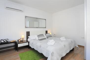 Split, Spavaća soba u smještaju tipa room, dostupna klima i WiFi.