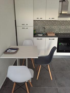 Pirovac, Jídelna v ubytování typu studio-apartment, WiFi.
