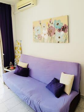 Klek, Living room in the apartment, air condition available, (pet friendly) and WiFi.