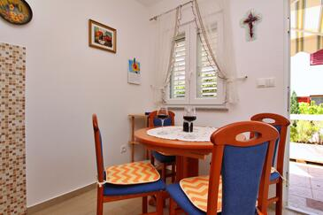 Å ilo, Dining room in the apartment, air condition available and WiFi.