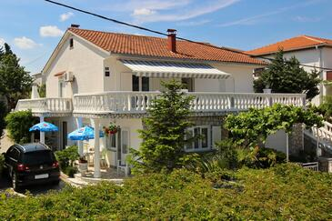 Åilo, Krk, Property 18728 - Apartments with pebble beach.