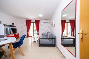 Mavarštica, Living room in the apartment, air condition available and WiFi.