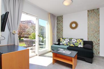 Baška, Obývací pokoj v ubytování typu apartment, domácí mazlíčci povoleni a WiFi.