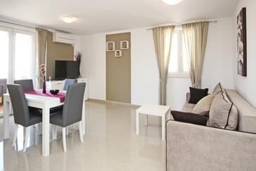 Baška, Obývací pokoj v ubytování typu apartment, s klimatizací a WiFi.