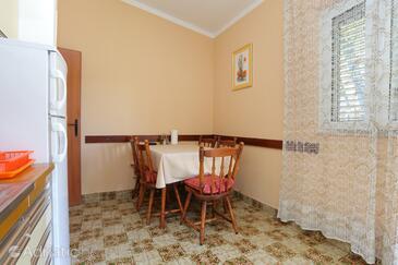 Arbanija, Jídelna v ubytování typu apartment, WiFi.