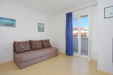 Bušinci, Sala de estar in the apartment, air condition available y WiFi.